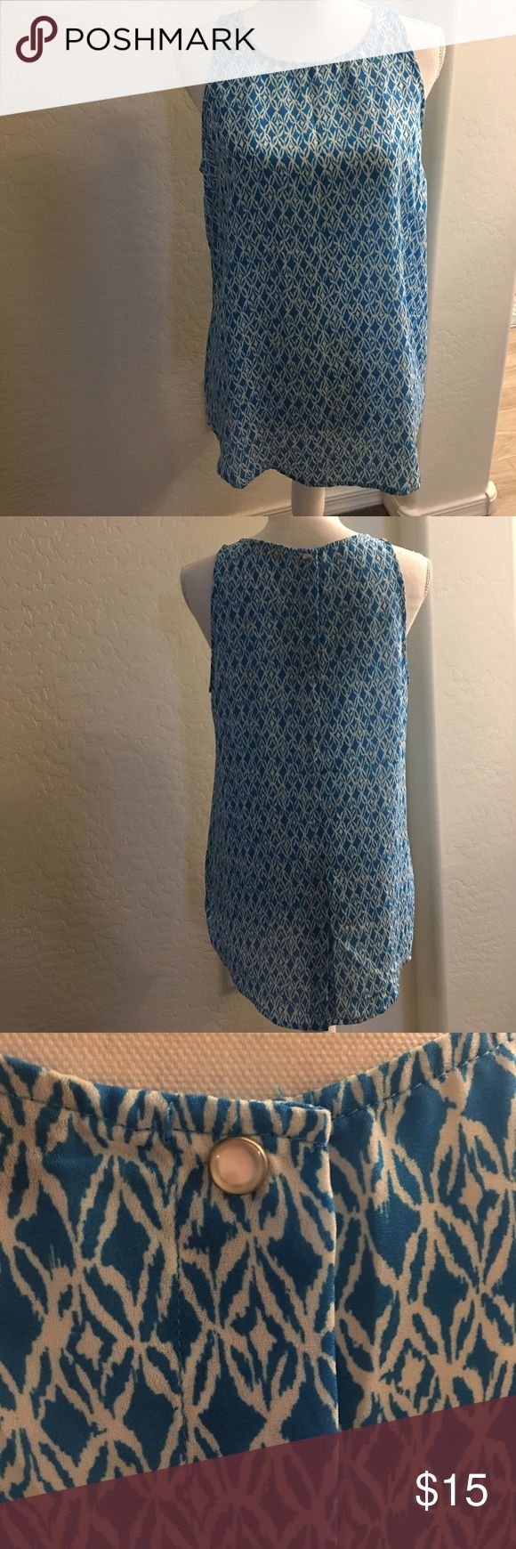 Blue print tank top - women's Medium Blue and white women's tank top, clear gen button in back, bottom has open split in middle 6in. Very comfy, perfect for the summer!! Size is medium. Excellent condition, worn once. Willi Smith Tops Tank Tops