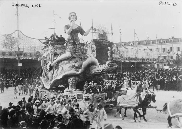 Carnaval de Nice sur la place Masséna - Début du XXè siècle.