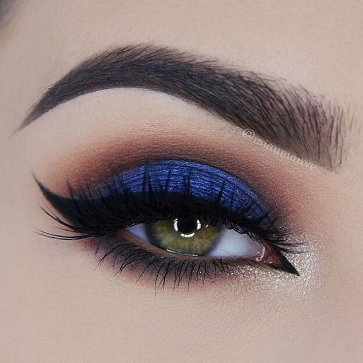 """Beautiful look @miaumauve  Shadow Couture Palette (Morocco, Fudge, Noir, Azure, Chic), ✨ Liner is Waterproof Creme Color in Jet ✨  #anastasiapalette…"""