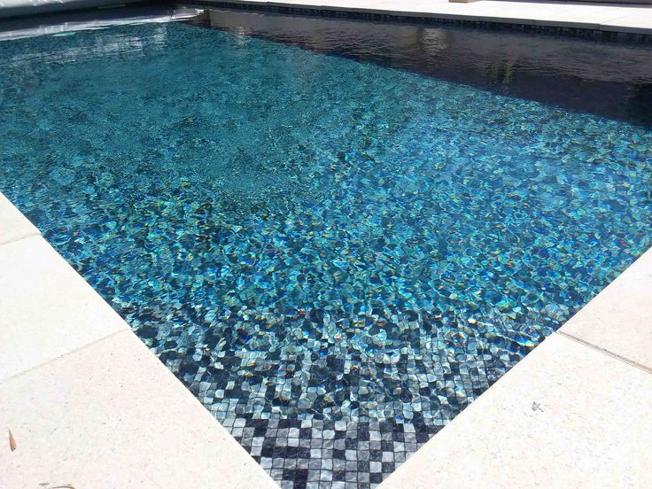 les 45 meilleures images du tableau mosaique piscine sur pinterest piscines carrelage piscine. Black Bedroom Furniture Sets. Home Design Ideas