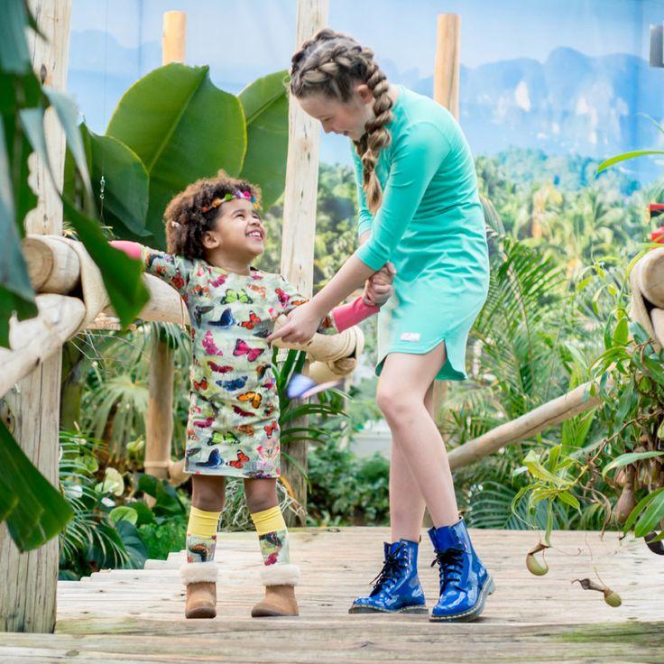 Het prachtige girlslabel Mu-Chica heeft weer een bijzonder collectie meisjeskleding neergezet vol hippe jurkjes in de mooiste prints en kleuren. De meisjes