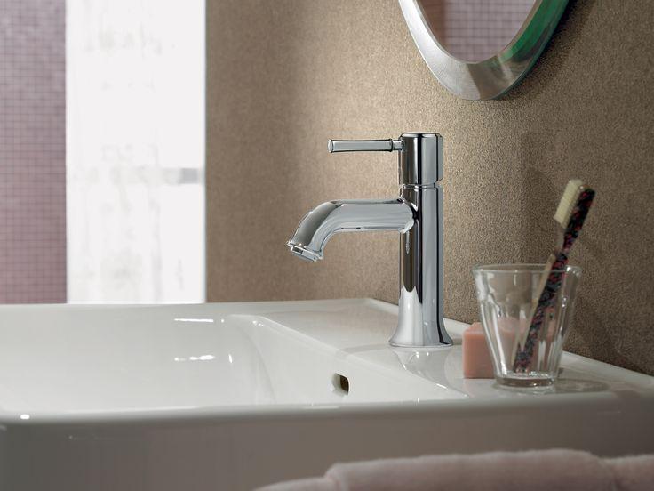 Robinet de lavabo de style contemporain qui offre une simplicité dans ses angles qui complétera tout type de décor.