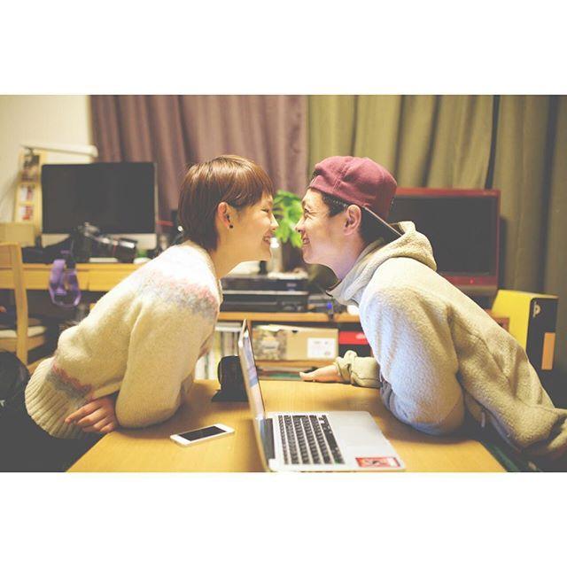 「仲良しカップルにきゅん♡Instagramで見つけた、真似したくなるおしゃラブポーズ集」に含まれるinstagramの画像|MERY [メリー]