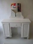 Vintage dressing table for girls ... or women? kaptafel #kinderbureau #kindermeubelen #kinderkamers