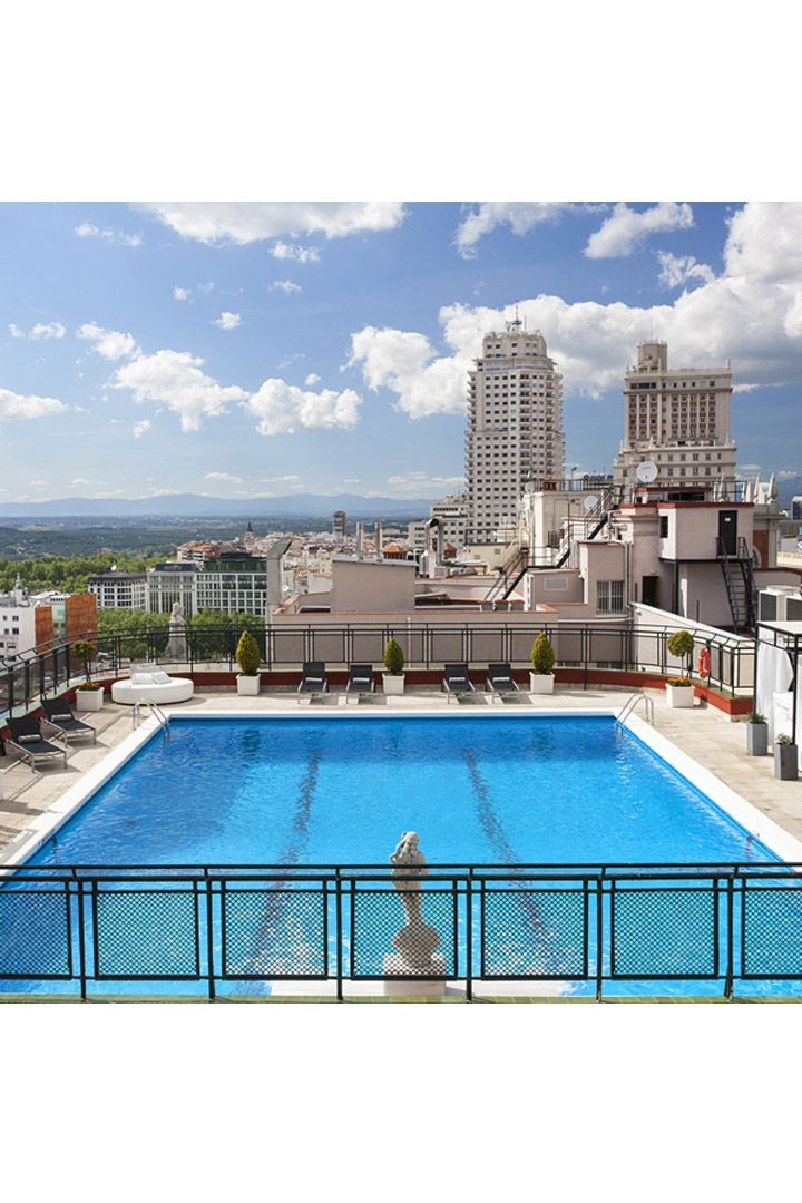 Whether it's looking out over a cityscape, into the desert, or down on the ocean, we love a good pool. Here are 10 of the best rooftop pools around. Madrid Hotels, Madrid City, Best Hotel Deals, Best Hotels, Terrace Hotel, Hotel Indigo, Rooftop Pool, Cool Pools, Spain Travel