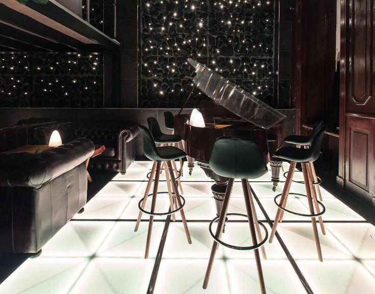 ORSO BARSTOOL & BAR 25 in Copenhagen #piano #coctails #trenddecor  http://www.dan-form.com/#!products/c1qe2