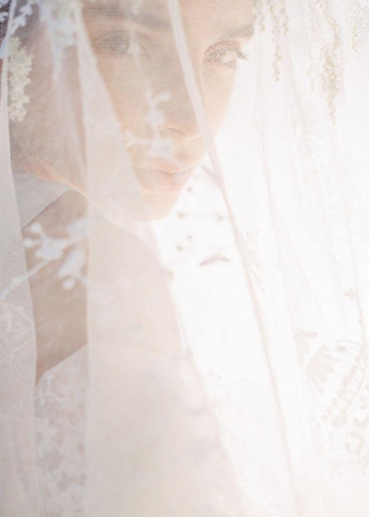 Коллекция фотоидей! Сделайте хотя бы по одному кадру через фату для каждой своей свадьбы! Автор: Seth & Tenielle