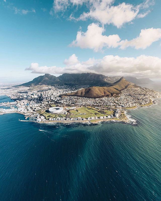 Welcome to Cape Town,  South Africa 📷 Photo by : @craighowes 📷 Share your favorite cities and include #cbviews ✔ Кейптаун, ЮАР . #CapeTown #SouthAfrica #sky #skyline #city