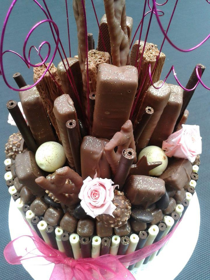 Every #ChocolateLovers dream #Cake? by Fancy that Cakes on facebook We love and had to share! Looks so yummy!