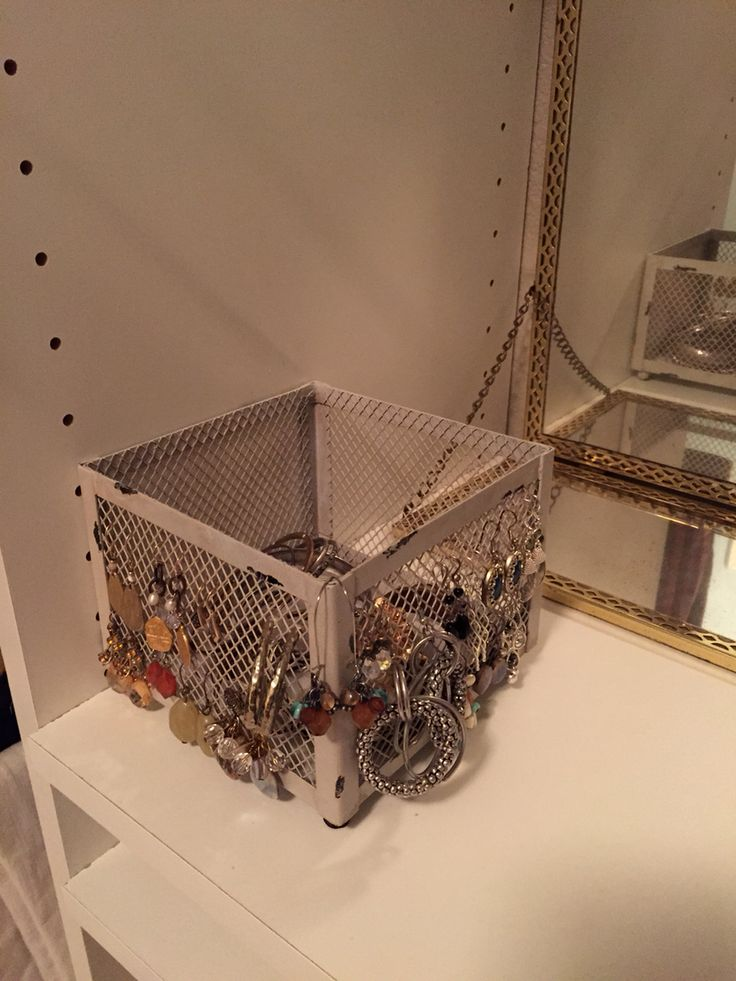 Storage for earrings and bangle bracelets. Silver on one side, gold on another. Love it!!