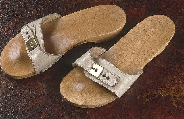 Dr Scholls... the 70's! Had these in this colour....made my feet really sore, but still kept wearing them! MS