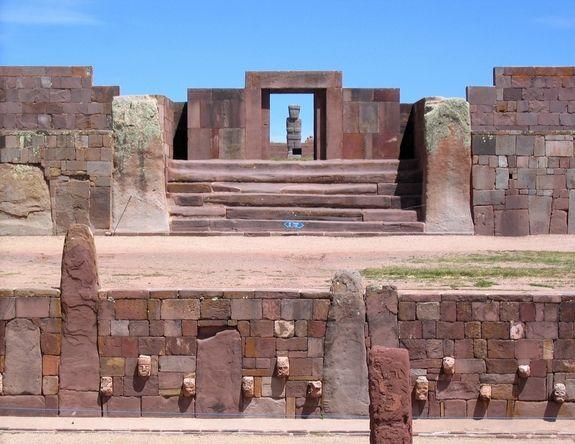 Jour 15 : Visite de l´incontournable site archéologique de Tiwanaku, centre politique et spirituel d'une civilisation qui précéda les incas  Photo @ http://urlc.fr/8YsFEq
