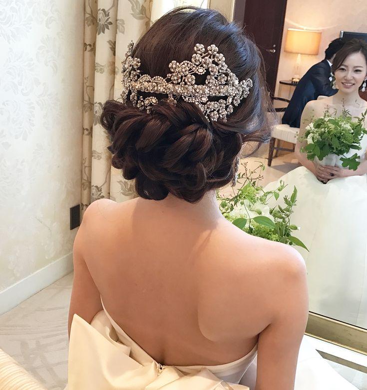 シャングリラ東京で結婚式をしたyumikoちゃん @yumixmilo . . どこからどうみても、 . どの角度からもパーフェクトな仕上がりでした♡ . 大人ウェディングのスタイリングは、 . 計算された飾り方が大切。 . , . 素晴らしいドレスをちゃんと着こなせたyumikoちゃん、ブラボー♡ . . #結婚式#美容師#ドライフラワー#ブライダル#ヘアアレンジ#ヘアアクセ#ヘアセット#ブーケ#前撮り#結婚#ハンドメイド#花嫁#photo#イヤリング#instapic #ネイル#メイク#ヘアメイク#ウェディング#ヘアスタイル#オシャレ#美容学生#fasion#love#ig_japan#hairstyles#bridal#weddinghair#bridalhair#hairarrange