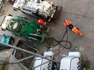 Metoda hydrodynamicznego wysokociśnieniowego czyszczenia zapewnia najwyższy możliwy stopień czystości powierzchni i jest stosowana do usuwania ciężkich osadów technologicznych z  instalacji przemysłowych. Wysoki poziom zaawansowania technicznego powoduje, że wypiera ona tradycyjne sposoby czyszczenia i cięcia.
