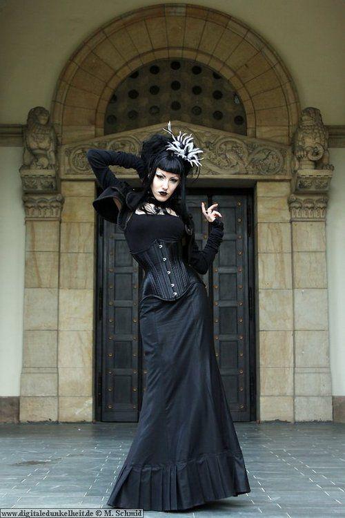 goth Victorian http://victorian-goth.tumblr.com/
