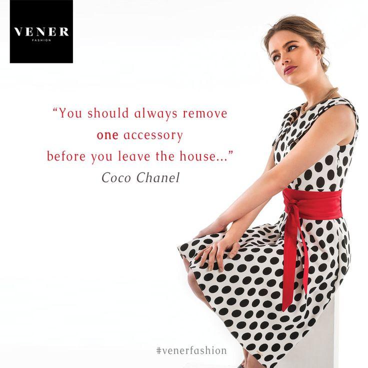Ένα από τα συνήθη στυλιστικά λάθη, είναι ότι υπερφορτωνόμαστε με αξεσουάρ και κυρίως με έντονα κοσμήματα... Συμφωνείτε;  www.vener.gr #womensfashion #fashionstyle #venerfashion #cocochanel