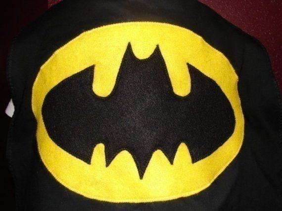 Mantello di Batman fai da te per carnevale creare il mantello Batmanmantello costume maschera di batman cartamodello guida passo passo con foto