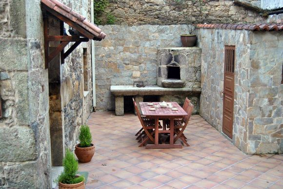 Alquiler de casa r stica casa reboredo antigua casa de for Decoracion jardin barbacoa