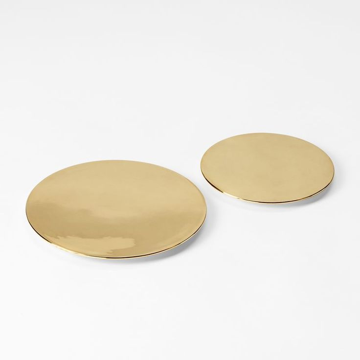 A table decoration in solid brass, designed by Carina Seth Andersson and Jakob Solgren. The soft round shape rests on three small brass knobs. - Table Plateau, 15 cm, Brass, C Seth Andersson J Solgren