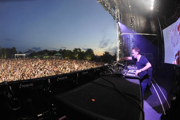 Paul Van Dyk on The Dreams Stage - Day 1. Photo Courtesy of Visual Bass Photography.