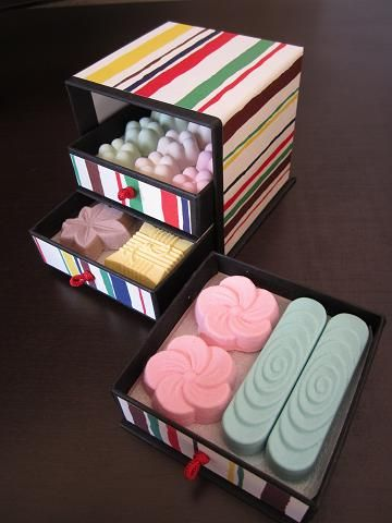 Traditional Japanese sweets RAKUGAN in drawer packaging box - 落雁 諸江屋