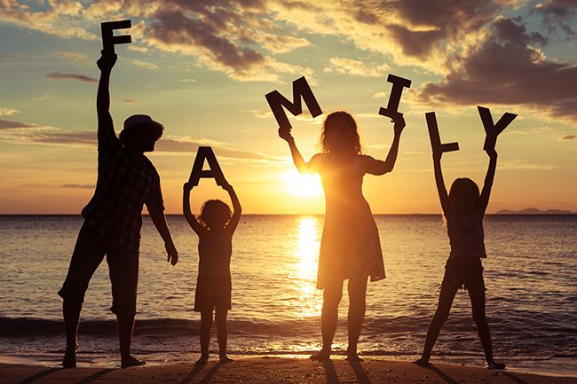 15 MUST-HAVE SUMMER POSES FOR FAMILY AND KIDS