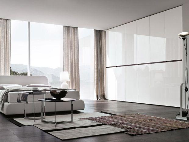 Amazing schlafzimmer mit verglaster wand wei kleiderschrank weiss glanz