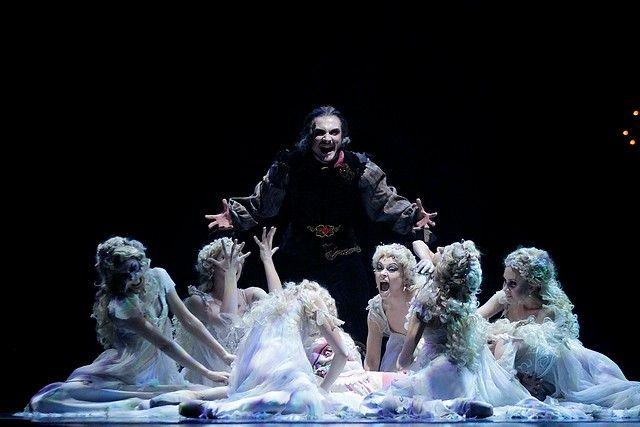 """21 de Noviembre de 2012/SANTIAGO Durante la tarde, se presentó een el Teatro Municipal de Santiago, un adelanto del ballet """"Drácula"""". FOTO: HANS SCOTT/AGENCIAUNO"""