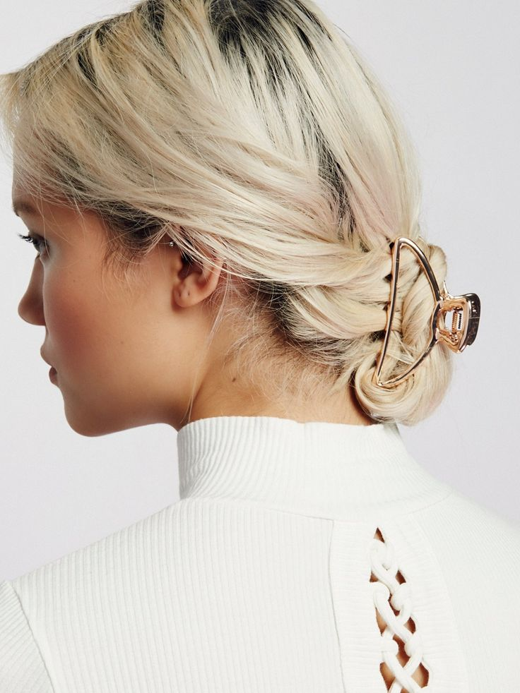 Simple Metal Claw in 2020   Elegant hairstyles, Clip ...
