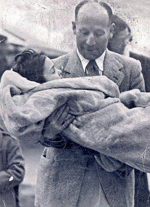 Irish doctor Robert Collis carrying child Holocaust survivor Zoltan Zinn-Collis, Bergen-Belsen 1945. After the war, Dr. Collis adopted 5 orphans from Belsen, including Zoltan and his sister.