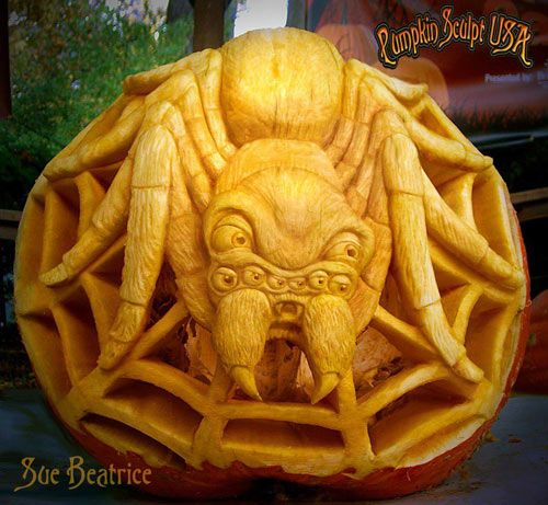 Sculpted pumpkin spider by Sue Beatrice. See more amazing pumpkin carvings here: http://www.vegetablefruitcarving.com/blog/pumpkin-carvings-sue-beatrice/
