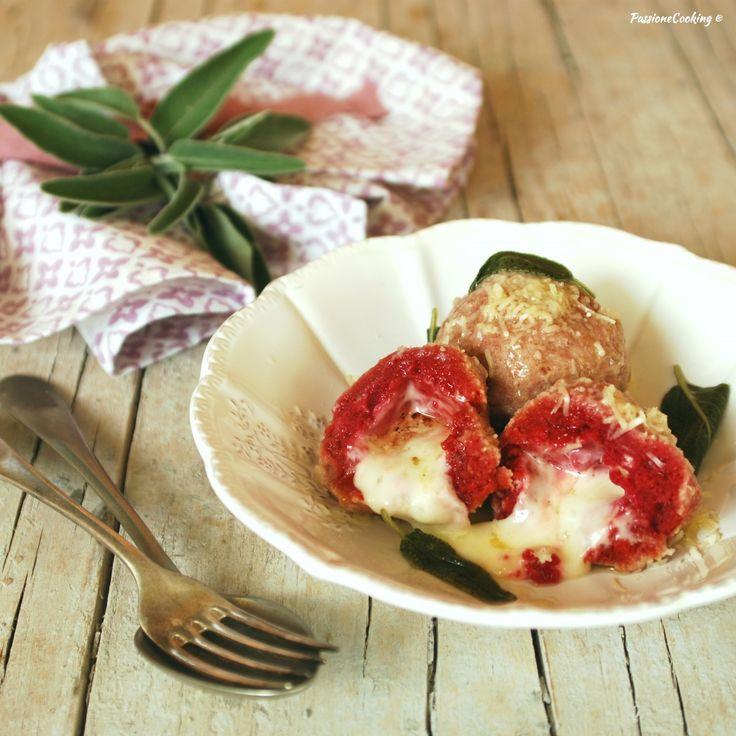 Canederli di rape rosse ripieni al formaggio  http://blog.giallozafferano.it/passionecooking/canederli-rape-rosse-ripieni-formaggio/