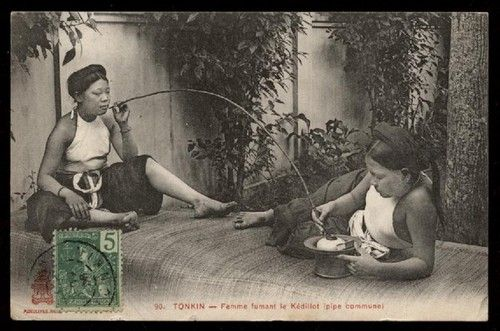 INDO-CHINE FRANCAISE TONKIN. Femme fumant le Kedillot (pipe commune) - CPA (Tonkin postcard)