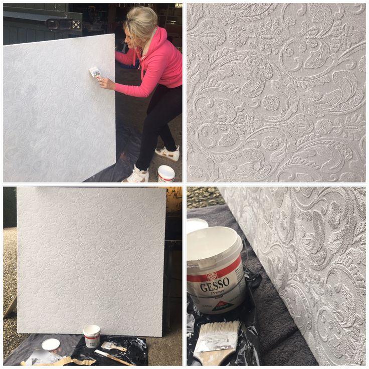 Ik weet al wie ik op het doek met brokaat stof ga schilderen. Eerst een aantal keer met hogedruk spuit met gesso gespoten, geschuurd en nog een keer laagje met de kwast..... en het feest kan beginnen! Stof van Style Library van herma van solkema uit het ETC Design Center Europe #portait #painting #art #oilpainting #style #actress #celebrities #fabric #design