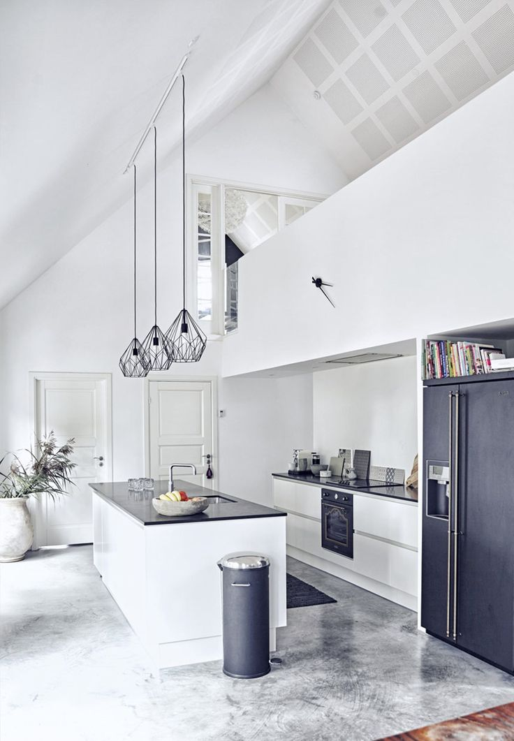Hermosos techos altos en esta casa nórdica! / High ceilings and gorgeous spaces in this Nordic home
