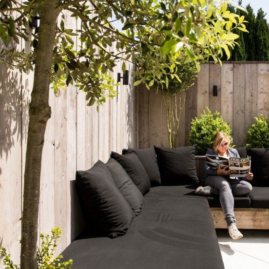 Tuin De Judestraat 99 | Simple sectional style sofa lining fence corner | BACKYARD PATIO
