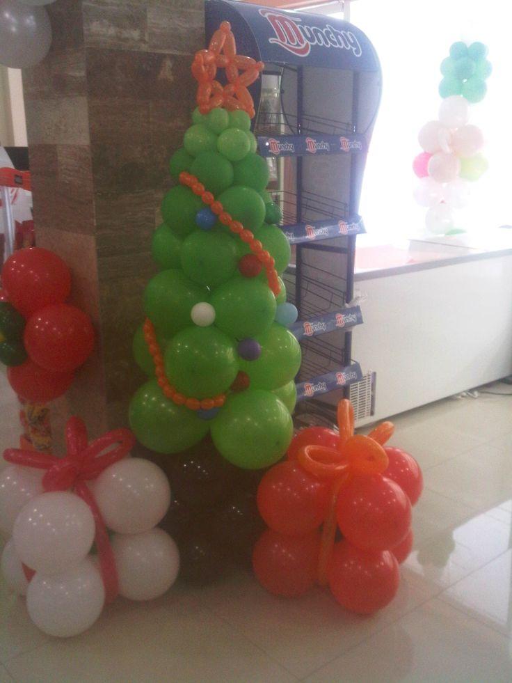 Rbol de navidad en globos decoraciones con globos - Decoraciones del arbol de navidad ...