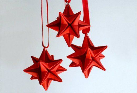 Tutorials on how to create exceptional Christmas ornaments out of items you have around the house. Beautiful DIY holiday ornaments.