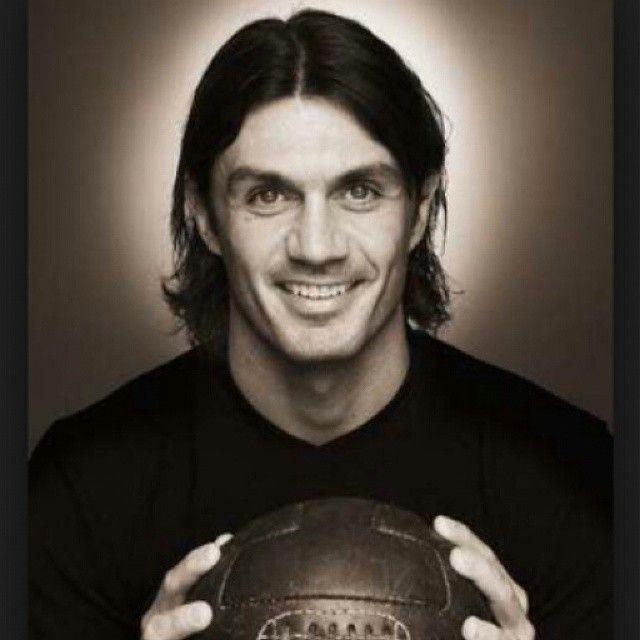 Feliz cumpleaños al eterno capitán #PaoloMaldini ídolo eterno. #ForzaMilan #WeAreACMilan @acmilan #acmilan #rossoneri #calcio - forzamilancol's photo on Instagram - Pixsta