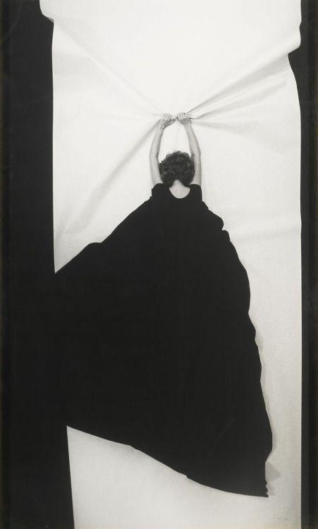 Helena Almeida :: Ponto de Fuga, 1982 - more [+] by this photographer on 'un regard oblique'