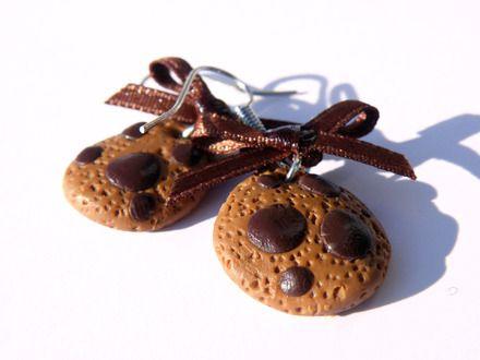Boucles d'oreilles gourmande cookies  http://www.alittlemarket.com/boucles-d-oreille/fr_boucles_d_oreilles_gourmande_cookies_chocolat_pendante_-9366285.html