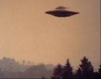 """Continuam cu cazuri OZN din România, incluse în cartea """"UFOs over Romania"""". Scriitorul Emanoil Manoliu, ginerele marelui romancier român Mihail Sadoveanu, povestea lui Ion Hobana: """"În toamna anului 1961, ma aflam la Manastirea Neamt. Într-o foarte frumoasa seara, ma îndreptam spre un pavilion de vara, în fundul parcului, unde îmi petrec vacantele. Atunci am fost…"""