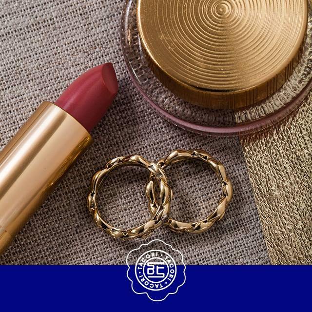 A #TacoriGirl's beauty routine: Moisturize, makeup, and #Tacori. These stackable yellow #gold rings are from The Ivy Lane collection. ♥ We love Tacori girls! And we love to give them a GIFT. This weekend #Capri #Jewelers#Arizona ~ www.caprijewelersaz.com is giving back Gift cards with Tacori! Schedule your appointment today!! ♥  #tacori #gift #500 #rings #tacorievent #capri #jewelers #az#chandlerfashioncenter