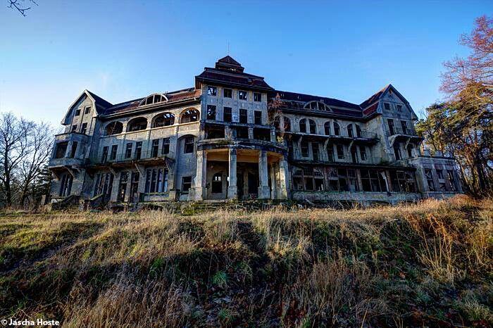 kurhotel zippendorf a abandoned hotel in the former east. Black Bedroom Furniture Sets. Home Design Ideas