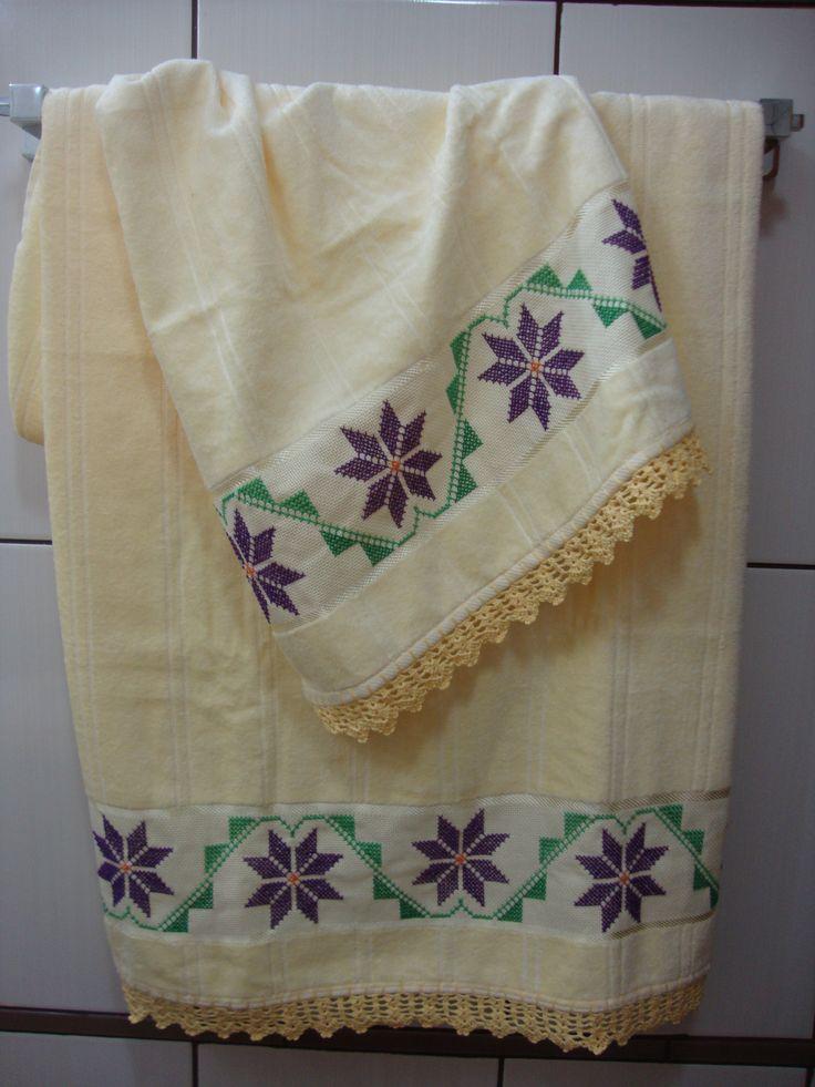 Conjunto de toalhas bordadas em ponto cruz!