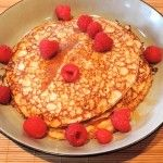 Havermout pannenkoeken met ahornsiroop en frambozen