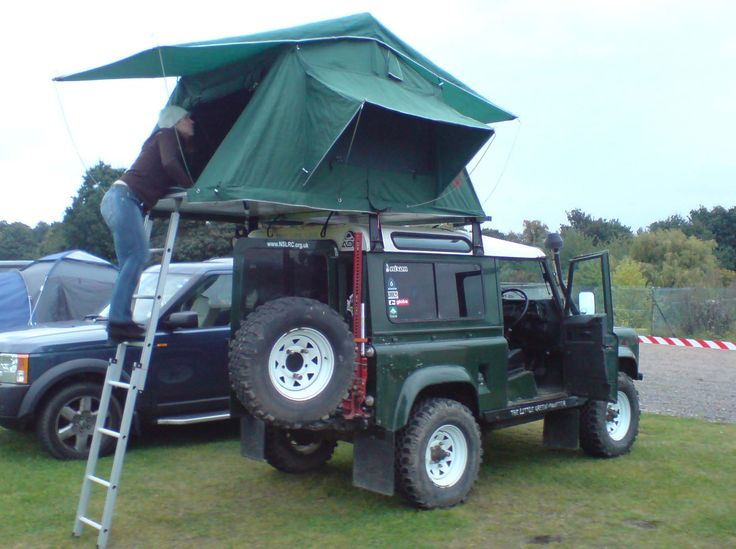 Land Rover with Roof Top Tent - position of high lift jack