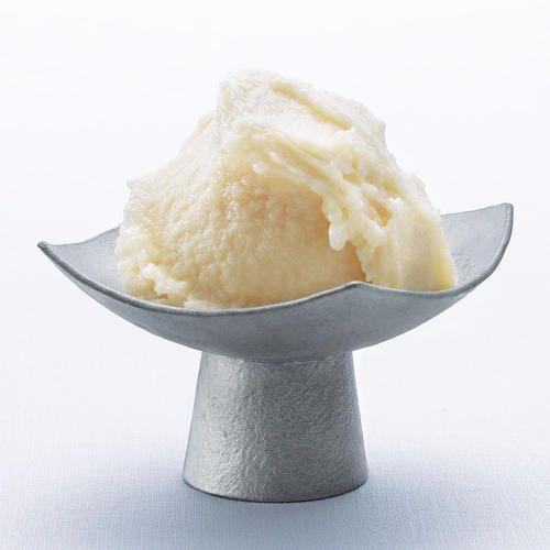 砂糖も水も加えずに作った甘酒です。麹の出す酵素の力が美容と健康におすすめ。そのままでも、凍らせても、おいしくいただけます。