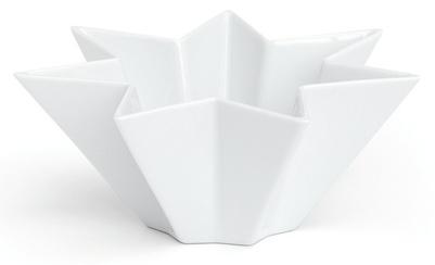 Sirio er telysholder eller skål med form av en enkel og vakker syvtakket stjerne designet av Inger Mehlum for Kähler. 15 x 6 cm. Keramikk.