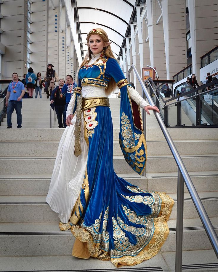 Princess Zelda from Breath of the Wild at C2E2 again! This one was taken on my camera, so I was able to lighten it more. . . . #zelda #princesszelda #breathofthewild #botw #breathofthewildcosplay #botwcosplay #zeldacosplay #princesszeldacosplay #cosplay #nintendo #nintendocosplay #c2e2 #c2e22018